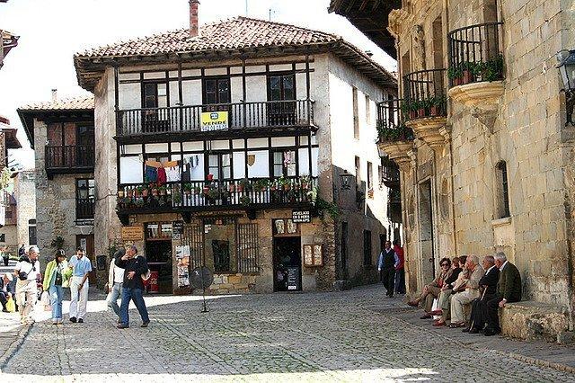 calles de Santillana del Mar Cantabria