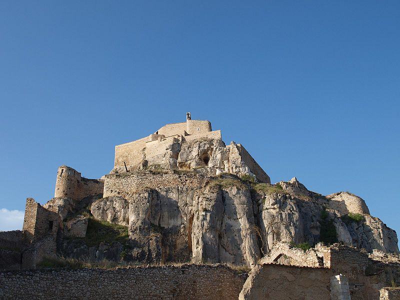 800px morella castle makkukochi - Morella: la montaña medieval que parece inexpugnable (Castellón)