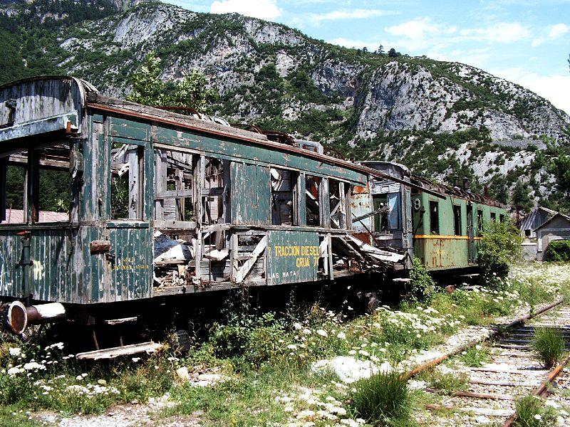 tren abandonado en la estacion internacional de canfranc jule berlin - Estación de Canfranc: un nido de espías durante la II Guerra Mundial (Huesca)