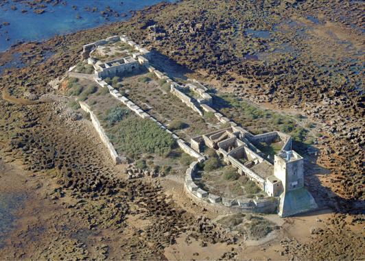 Sobre el islote de Sancti Petri permanece la silueta de lo que en la Antigüedad fue el Templo de Hércules Gaditano