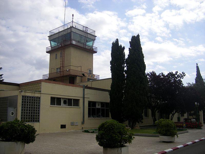torres de control del aeródromo de Cuatro Vientos