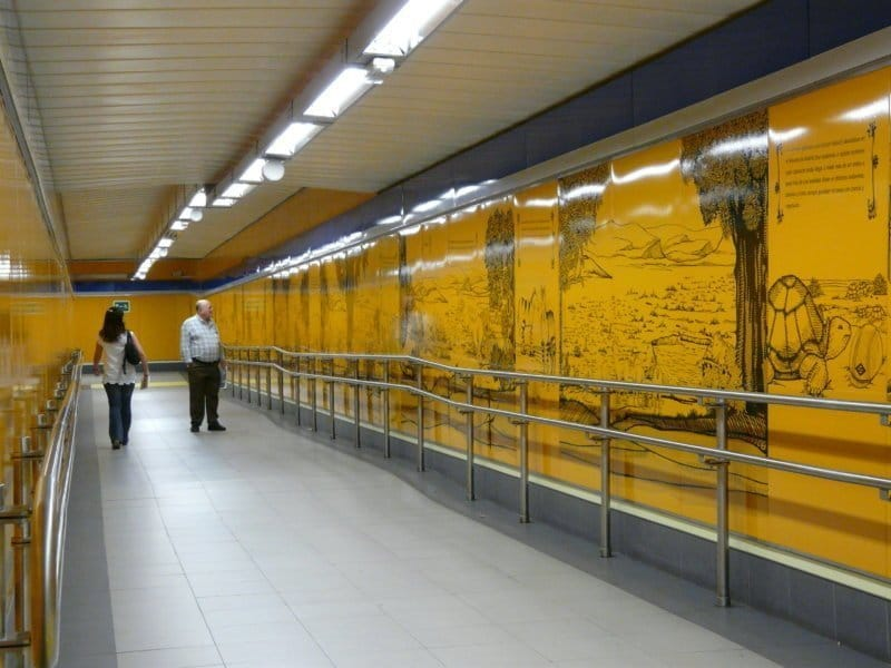 Panel_informativo_yacimiento_fósiles_estación_metro_carpetana