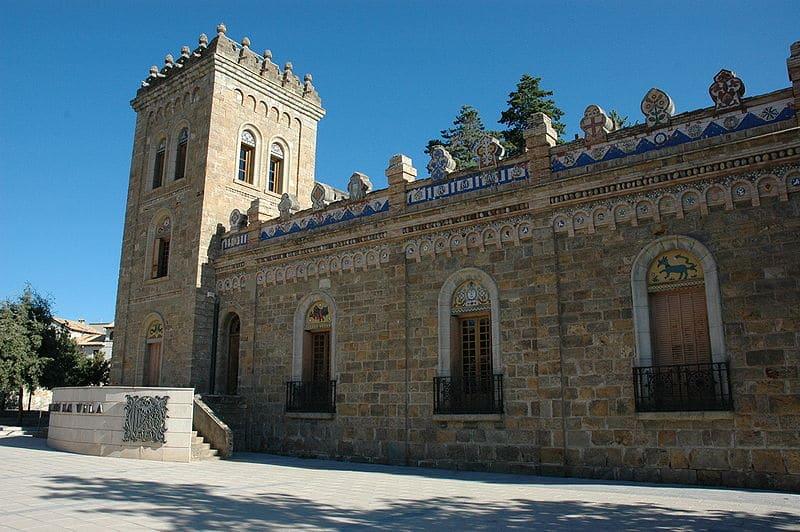 pobla de segur   torre mauri - Argenteria, la cascada que inspiró a Gaudí la Casa Milá (Lérida)