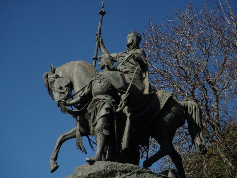 isabel estatua Seges