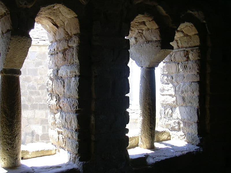 800px Castillo de Loarre   Torre de la Reina   Interior - Castillo de Loarre: la fortaleza más imponente de Europa
