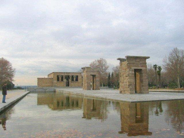 jardines del templo de debod de Madrid