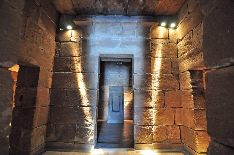interior del templo de debod