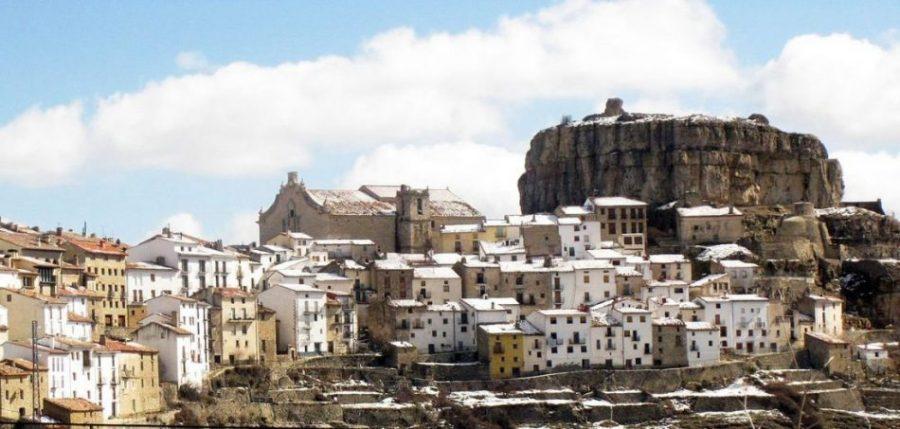 Ares amb la mola del Castell II Enfo - Los cuatro pueblos de Castellón que Hitler bombardeó