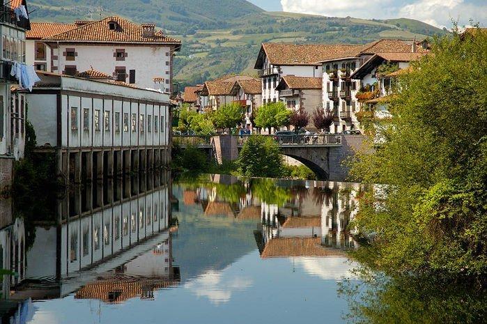 Elizondo, ciudad de históricos hidalgos en el valle del Baztán (Navarra)