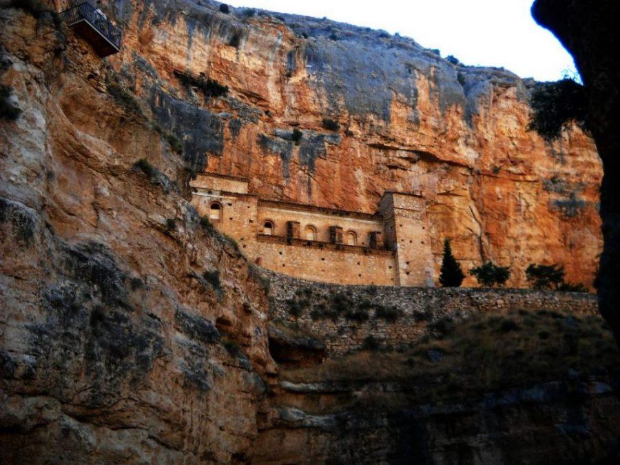 Santuario de Jaraba. La roca que mana aceite (Zaragoza)