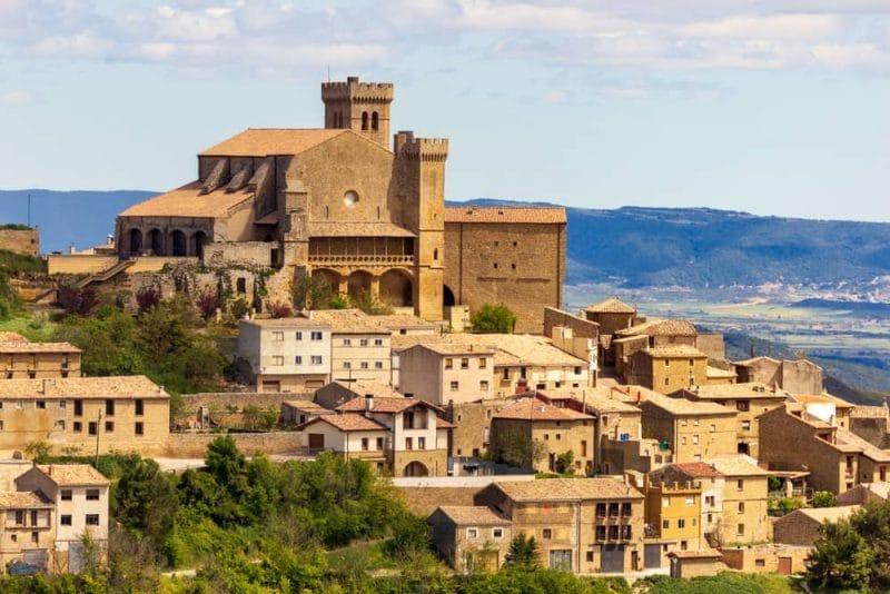 panoramica ujue e1603123608551 - La Edad Media se detiene en Ujué (Navarra)