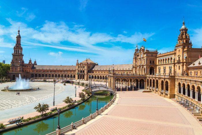 Plaza Espan%CC%83a Sevilla e1554184348282 - Sevilla: la historia de la ciudad con duende