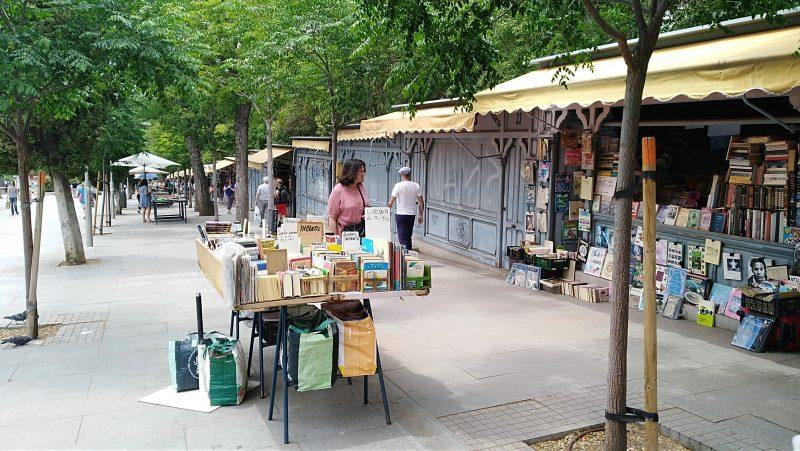 Cuesta de Moyano: el paraíso del libro antiguo y el encanto de pasear por Madrid