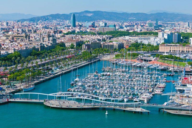 4 lugares con historia a los que poder llegar en barco desde Barcelona